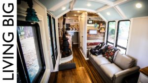 Školní autobus převeden na neuvěřitelný off-grid domov