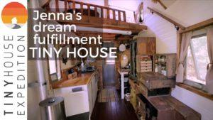 Žena staví skvělý malý dům, aby si plnila své sny