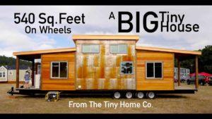 """""""Velký"""" malý dům - 540 čtverečních stop - čtyři nápravy!"""