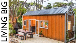 Architekt a designér pár vytvořit velkolepý malý dům v Bush