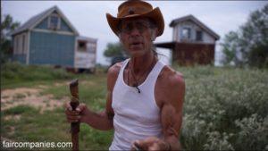"""Domy Tiny Texas & # 39; """"Willy Wonka"""" při výrobě magického opětovného použití dřeva"""