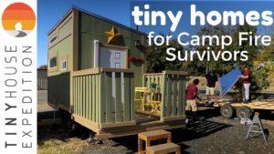 Drobné domovy pro přeživší táborového ohně, od ničení k naději