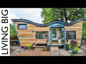 Drobný dům s přírodními vlastnostmi zahrnuje biofilní design a obytnou střechu 🌱