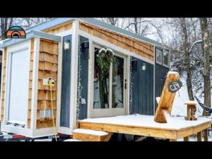 Dva dobrodruzi žijí v tomto malém domě pro kutily - žijí jednoduše, aby byli mobilní a mohli pracovat na dálku