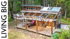 Jednoduché bydlení v malém lesním domě