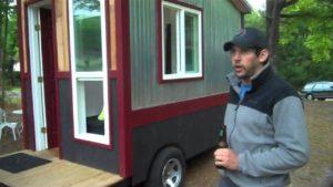 Malý dům o velikosti 60 čtverečních stop / obytný automobil / kabina na kolech se sprchou, toaletou a kuchyní !?