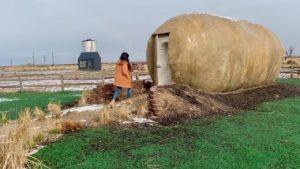 Malý pohádkový dům Kristie Wolfe: obří konverze brambor + silo