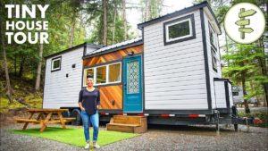 Moderní malý dům ženy je super prostorný a funkční