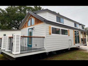 NEJVĚTŠÍ Drobný domov s připojenými dvojitými verandami