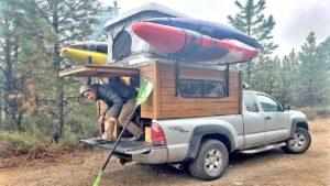 Nomad Hasič Kayaker staví malý domek 3k $ 4k na voze Toyota Tacoma 4x4 - na cestě po dobu 4 let