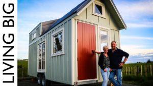 Pár stavět malý dům žít velký v důchodu