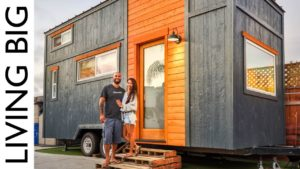 Pár stavět neuvěřitelný malý dům na jeden rok pronájmu