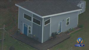 Pět lidí nyní žaluje drobného vývojáře domu