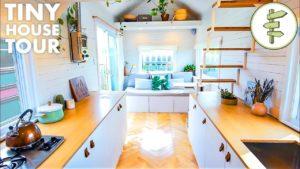 Prohlídka tohoto prostorného domu pro drobné kutily s transformujícím nábytkem