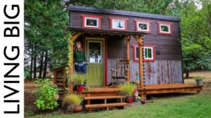 Rozkošný malý dům postavený láskou, rodinou a komunitou