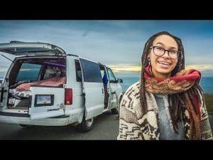 Samostatná žena přeměňuje Mini Van na tajný drobný dům na kolečkách.