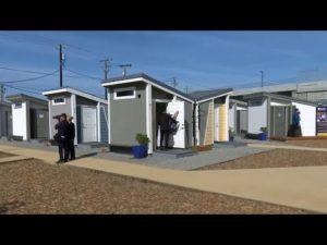 San Jose otevírá komunitu malých domů, aby chránila bezdomovce