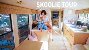 Skoolie Tour: Vzácný kalifornský školní autobus se stává DREAMY Tiny House na 3