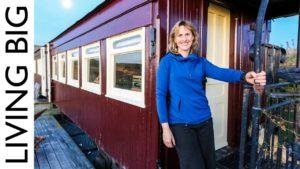 Starý železniční vůz převeden na ohromující off-grid domov