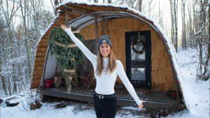 Svobodná matka staví skandinávský inspirovaný malý dům k útěku // malá prohlídka domu