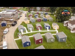 Tato komunita malých domovů dává veteránům bez domova šanci - snaží se ukončit bezdomovectví veteránů