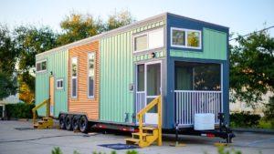 Tužka s 500 Sq.ft je postavena na malém domku na kolech Krásný malý dům
