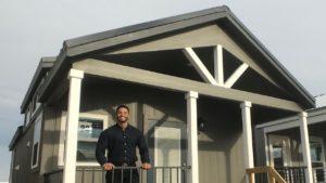 ULTRA WIDE malý domov s BLUE CABINETS