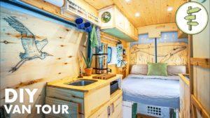VAN TOUR | Spousty chytrých nápadů v této velkolepé konverzi Náš VANLIFE Tiny Home