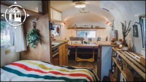 Vintage Airstream Renovation je útulný malý dům pro novomanžele
