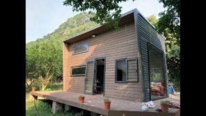 Budování malého domu na ostrově Cat Ba, Vietnam. (stavba malého slonovinového domu na ostrově Cat Ba)