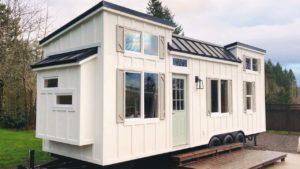 Dokonale nádherná pobřežní řemeslník malý dům na kolech ručně hnutí