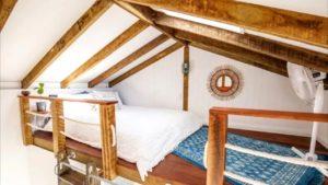 Hale Douglas Tiny House v Sunshine Beach (Loft-Style Ložnice s Světlík)