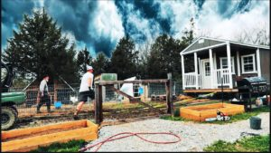 Off Grid Tiny House is Here! | To byl DISASTER