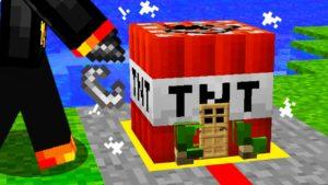Postavil jsem EXPLOSIVNÍ Drobný dům uvnitř TNT v Minecraftu!