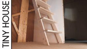 Postavte půdní schody v malém domě