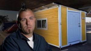 Tento LA hudebník postavil 1 200 dolarů malých domů pro bezdomovce. Pak je město obsadilo.