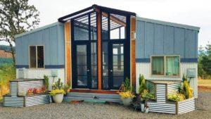 The OHANA kombinuje dva 24 & # 39; Drobné domy spojené se sluneční terasou mezi Viva Collectiv