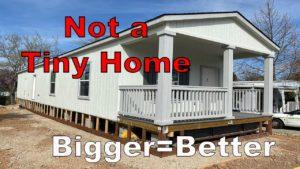 Tiny Home Tour v Kalifornii. Jednoduché bydlení. Nejedná se o mobilní dům ani přívěs.