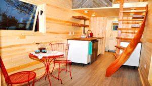 Velký modrý rustikální malý dům od Indigo River Tiny Homes | Životní Design Pro Malý Dům