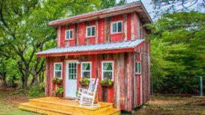 Úžasná útulná kabina Malá červená slepice od Magnolia, Baylor   Malý dům velké bydlení