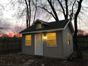 Úžasná práce z domácí kanceláře ve vašem malém domku! 25w273 Concord Rd - Naperville
