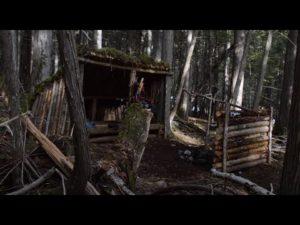 Člověk staví tábor Bushcraft Tiny House - BUSHCRAFT CAMP je dokončen! - Epizoda 4