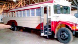 Aktualizace převodu autobusu Tiny House School a studený start