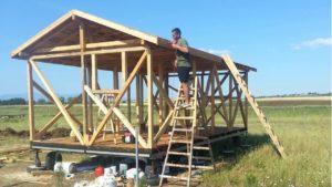 Dřevěný malý dům stavět