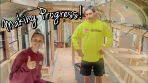 Den v životě AKTUALIZACE při přestavbě školního autobusu, drobné renovace domů Animal Flow Workout
