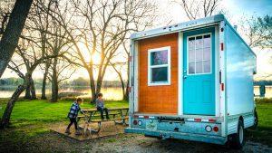 Jak převést skříňový vozík na malý dům
