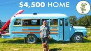 Mladý muž staví ohromující školní autobusový dům za pouhých 4 500 dolarů - mobilní dům bez dluhů