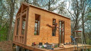Off Grid TINY HOUSE - opláštění vnějších stěn / pondělní potíže!