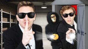 Pomáháme hackerovi uniknout z malého domu! (Zlý plán prozradí nejlepší přátele a převezme tajný tunel)