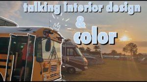 SKOOLIE TINY HOME nápady na interiérový design a vytváření 12 V zapojení při přeměně školního autobusu
